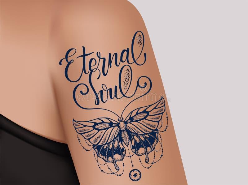 Schmetterlingstätowierung auf weiblicher Schulter Mystische Schmetterlingstätowierung mit dem Beschriften der ewigen Seele vektor abbildung
