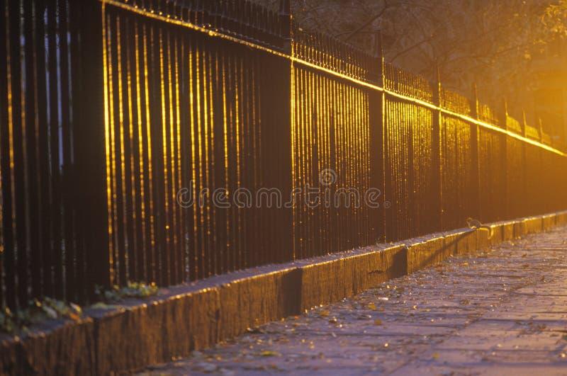 Schmiedeeisen-Zaun an der Dämmerung, Gramercy-Park, NY-Stadt stockfoto