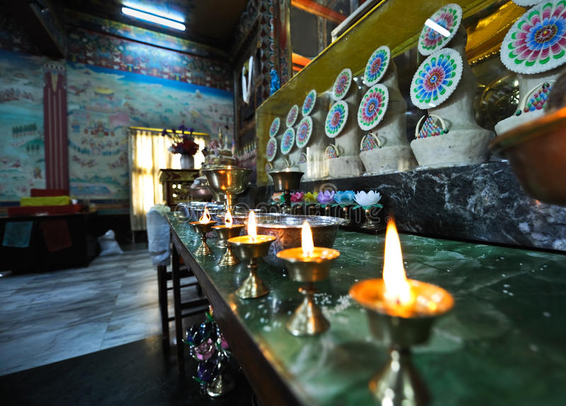 Schmieröllampen am Tibet-Tempel lizenzfreies stockbild