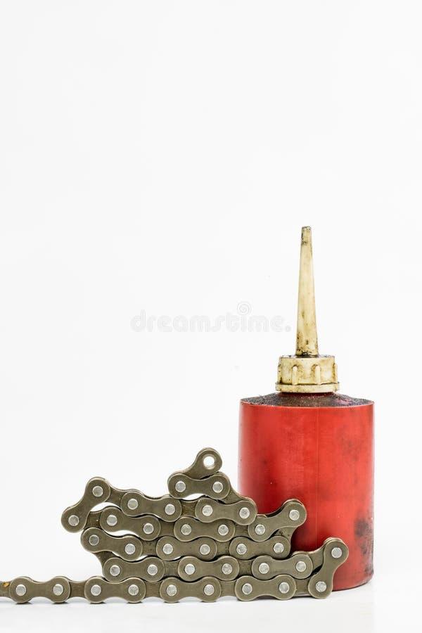 Schmieren der Fahrradkette mit flüssigem Schmiermittel Periodisches Se stockbild