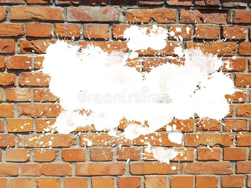 Schmutz gealterte Backsteinmauer mit weißer Tinte plätschern Spritzentropfenhintergrund lizenzfreies stockfoto