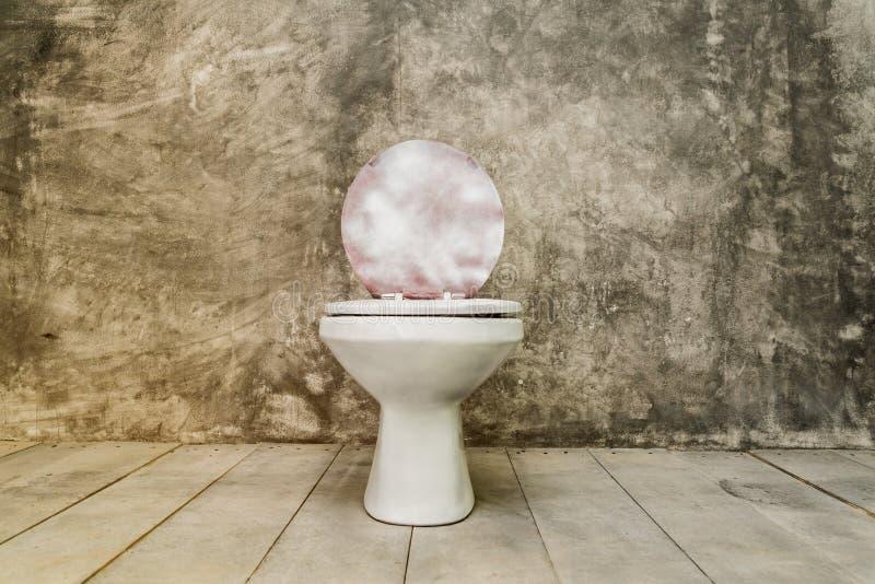 Schmutzige alte Toilettenschüssel stockfotos