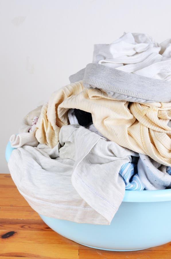 Schmutzige Kleidung lizenzfreie stockfotos