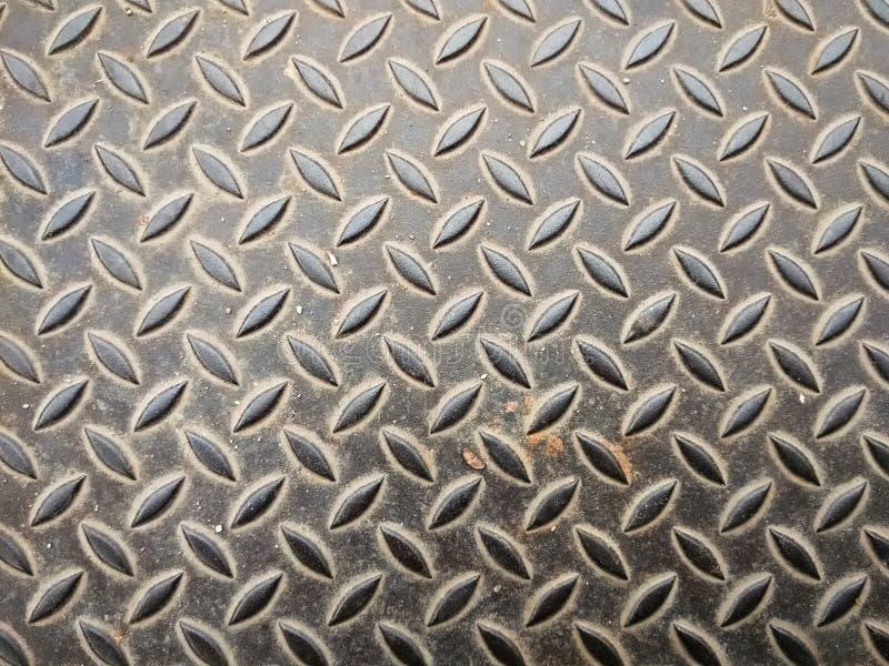 Schmutzige metallische Oberfläche mit Diamantplattenmuster stockbild