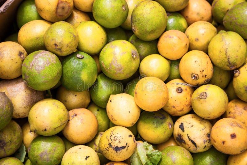 Schmutzige ungewaschene Zitronen lizenzfreies stockfoto