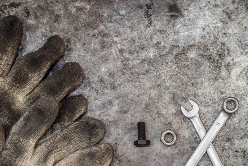 Schmutzige Werkzeugheimwerkerwerkstatt stockfoto