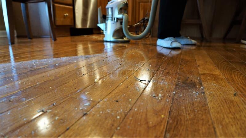 Schmutziger durch Vakuum zu säubernder Boden lizenzfreie stockfotos