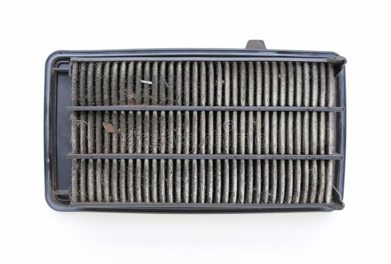 Schmutziger Gebrauchtwagenklimaanlagenfilter auf weißem Hintergrund stockfotografie