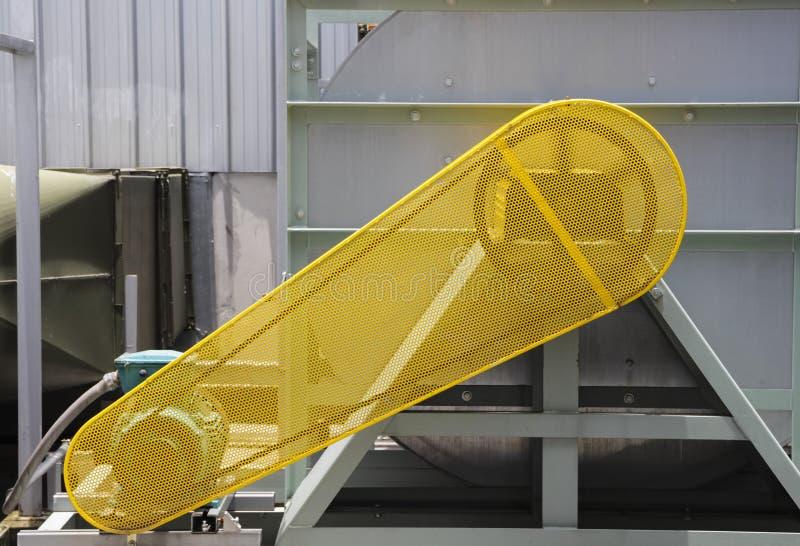 Schnallen Sie Schutzsicherheitsschutz für Motor des Luftgebläses um stockfotografie