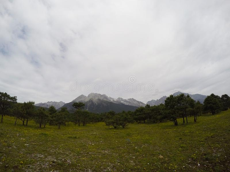 Schnee auf dem Berg lizenzfreies stockbild