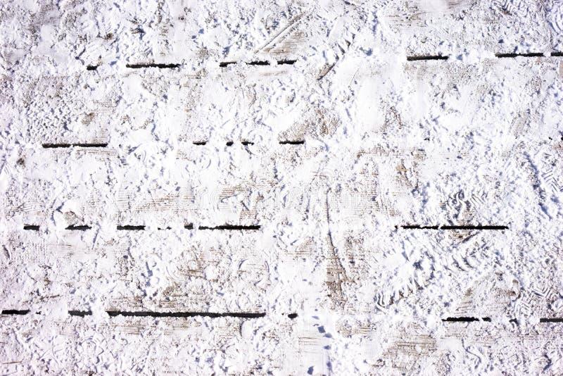 Schnee auf einem Bretterboden stockbild