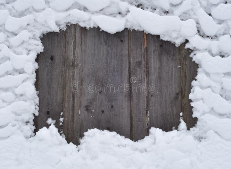 Schnee auf einem Zaun stockfoto