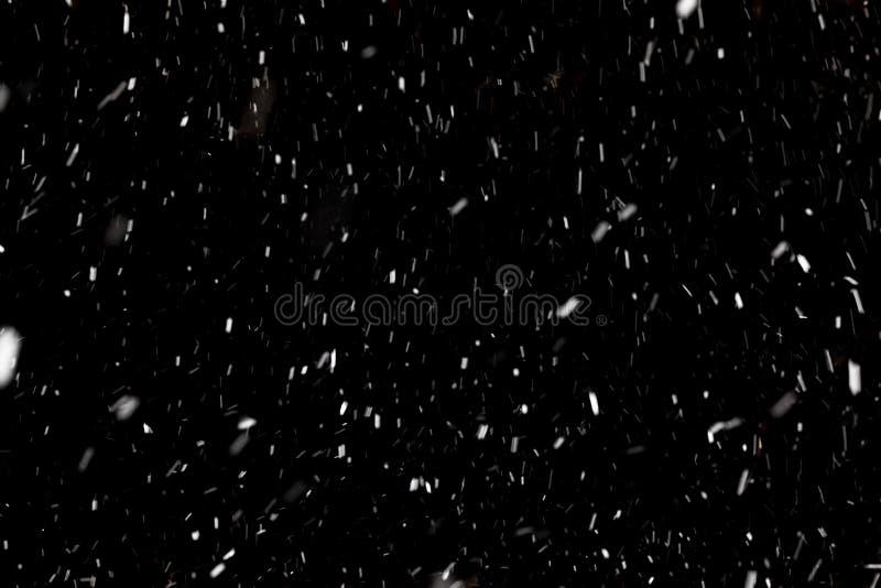 Schnee auf schwarzem Hintergrund lizenzfreie stockbilder