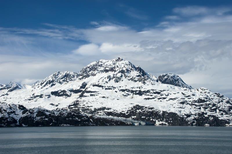 Schnee bedeckte Berg, Glacier Bay, Alaska lizenzfreie stockbilder