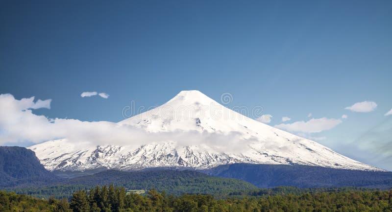 Schnee bedeckte Volcano Villarica, Chile stockbilder
