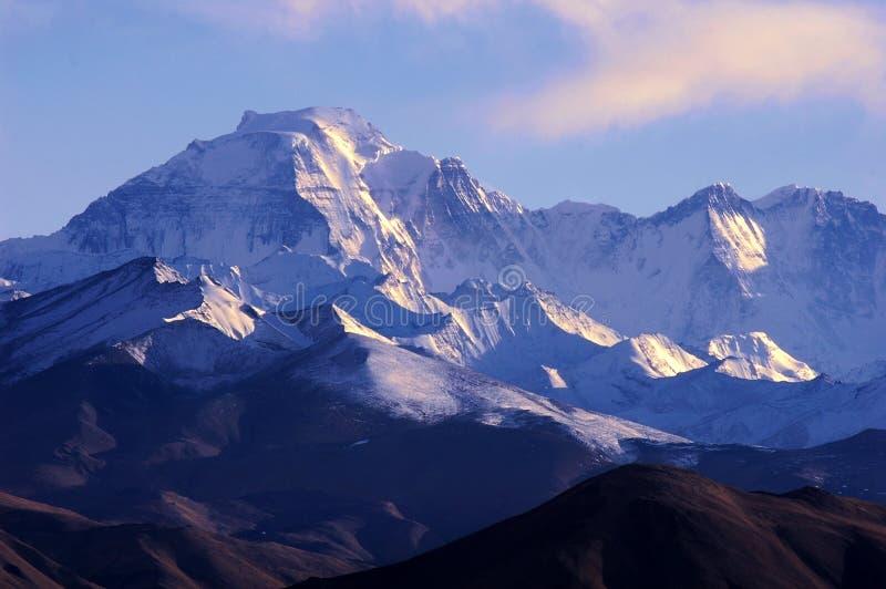 Schnee-Berge lizenzfreie stockbilder