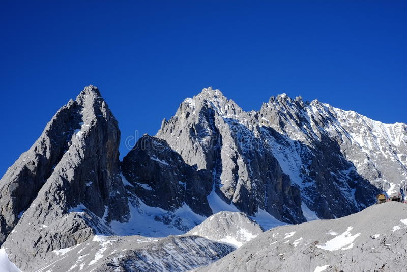 Schnee-Bergspitze Yunnans Yulong lizenzfreies stockfoto