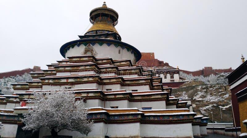 Schnee in Gyantse-Kloster lizenzfreie stockfotografie