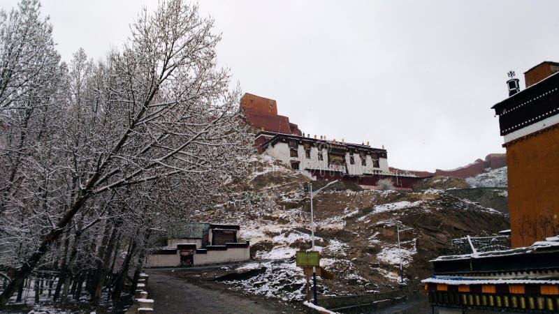 Schnee in Gyantse-Kloster stockfotografie