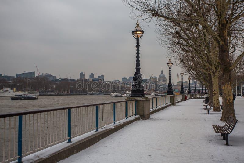 Schnee in London lizenzfreies stockbild