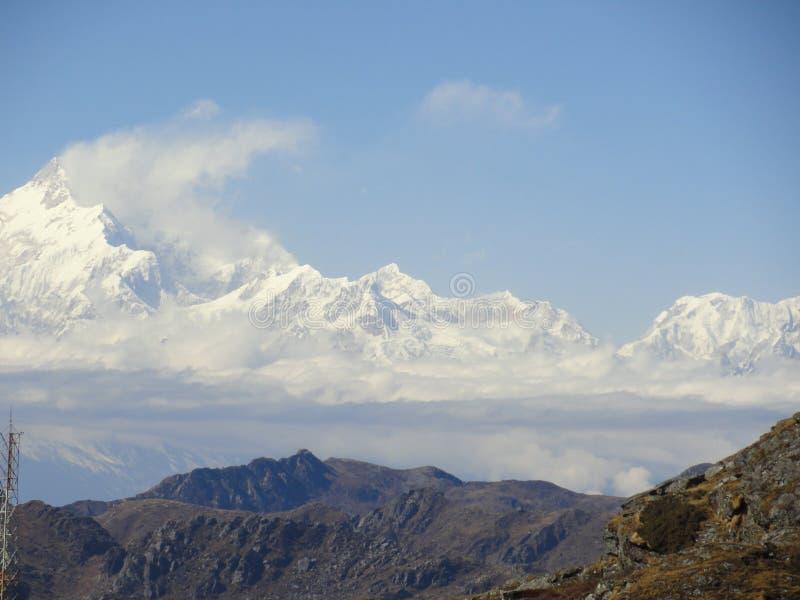 Schnee mit einer Kappe bedecktes Kanchenjunga !! stockbild