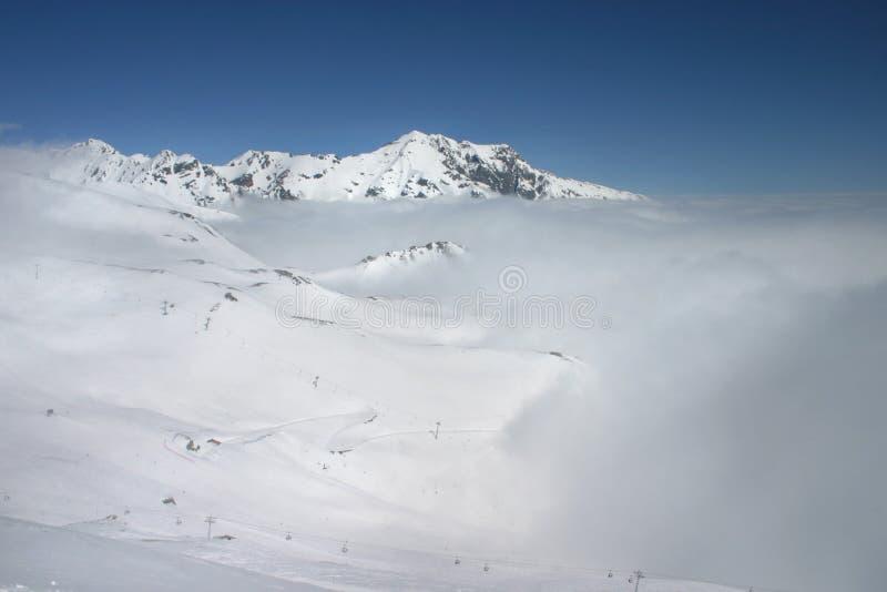 Schnee und Wolken stockbilder