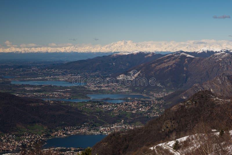 Schneebedeckte Landschaft des Frühlinges lizenzfreie stockfotos