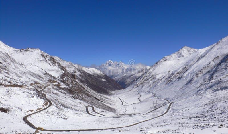 Schneeberg von Tibet lizenzfreie stockfotografie