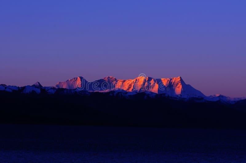 Schneeberge in Tibet lizenzfreies stockbild