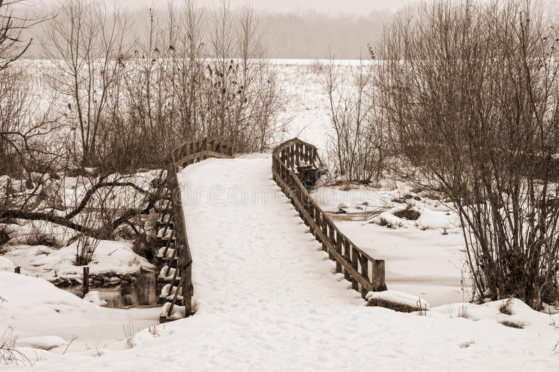 Schneebrücke lizenzfreies stockbild