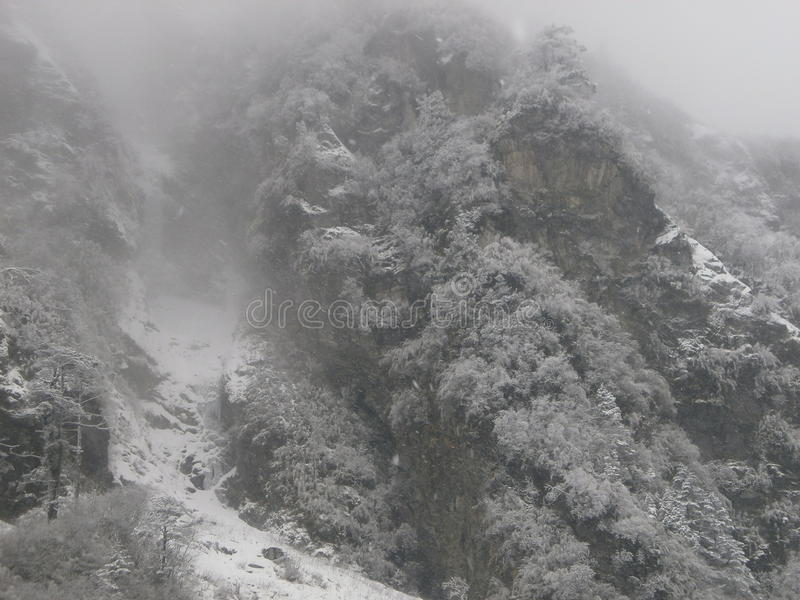 Schneefälle Himalaja stockfotos