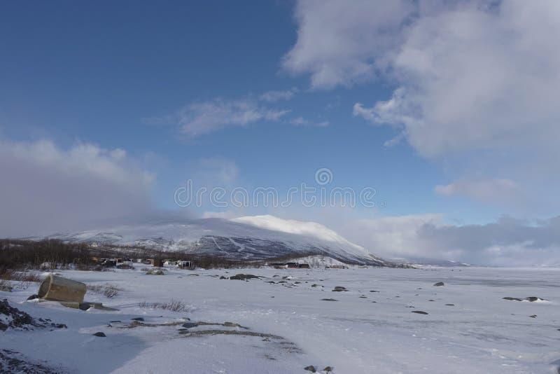 Schneegebirgs- und -eissee lizenzfreies stockfoto