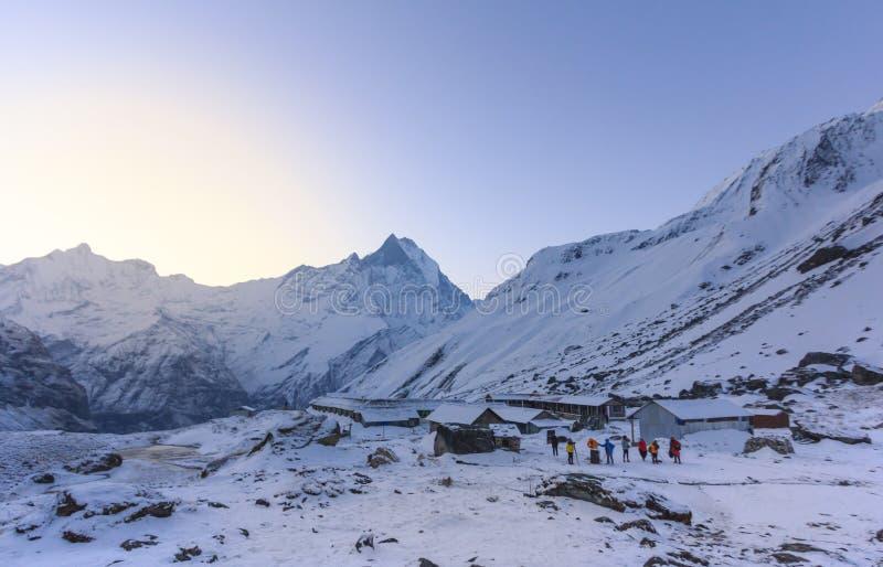 Schneegebirgsniedriges Lager Himalajas Annapurna, Nepal stockbild