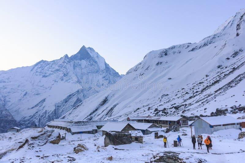 Schneegebirgsniedriges Lager Himalajas Annapurna, Nepal stockbilder