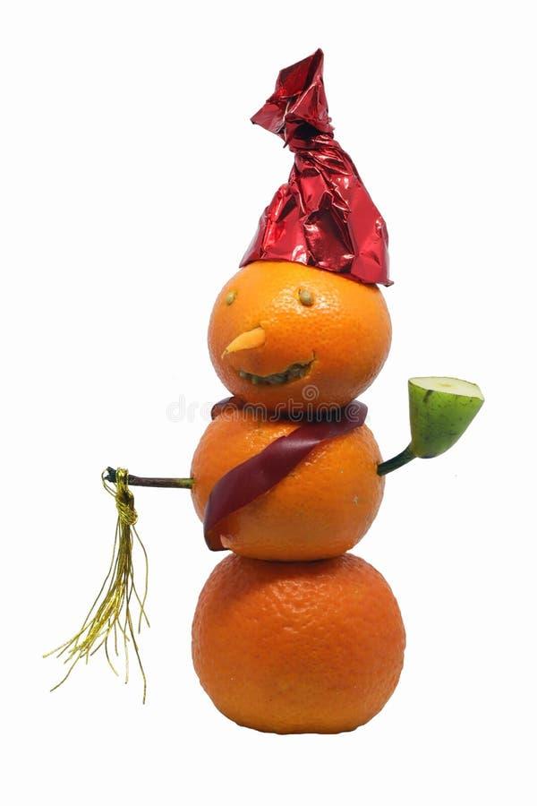 Schneemann der frohen Weihnachten gemacht von den Tangerinen lokalisiert auf weißem Hintergrund stockfoto