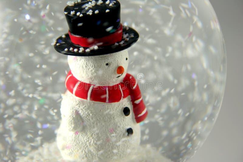 Schneemann in Snowglobe lizenzfreie stockbilder