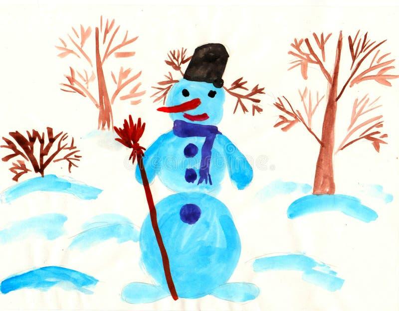 Schneemann steht unter Bäumen lizenzfreies stockfoto