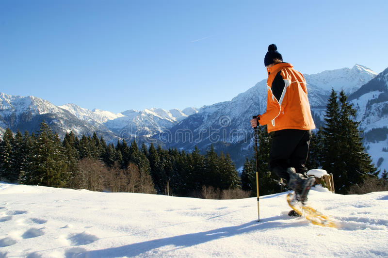 Schneeschuh-Wanderung lizenzfreies stockfoto