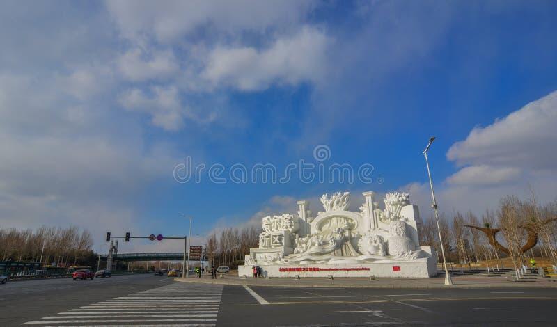 Schneeskulpturen auf Stra?e lizenzfreies stockbild