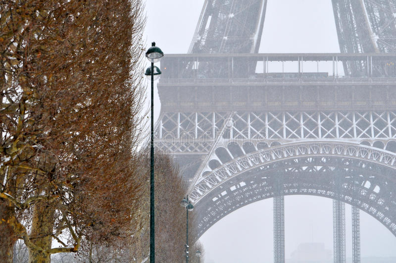 Schneesturm in Paris lizenzfreie stockfotos