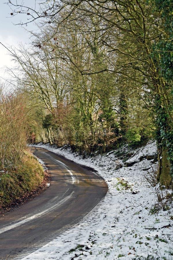 Schneeszene eines Feldweges im Herzen der Kent Country-Seite lizenzfreies stockbild