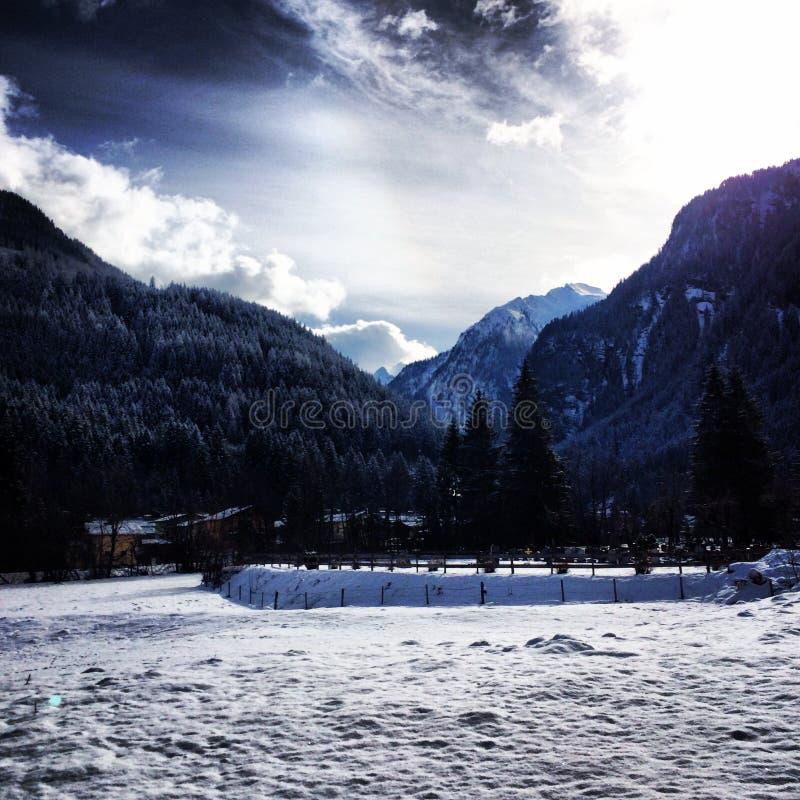 Schneetag in Österreich lizenzfreie stockfotos