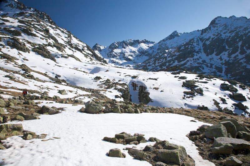 Schneetal-Trekking lizenzfreie stockbilder