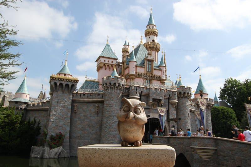 Schneewittchen-Schloss bei Disneyland Kalifornien stockbilder