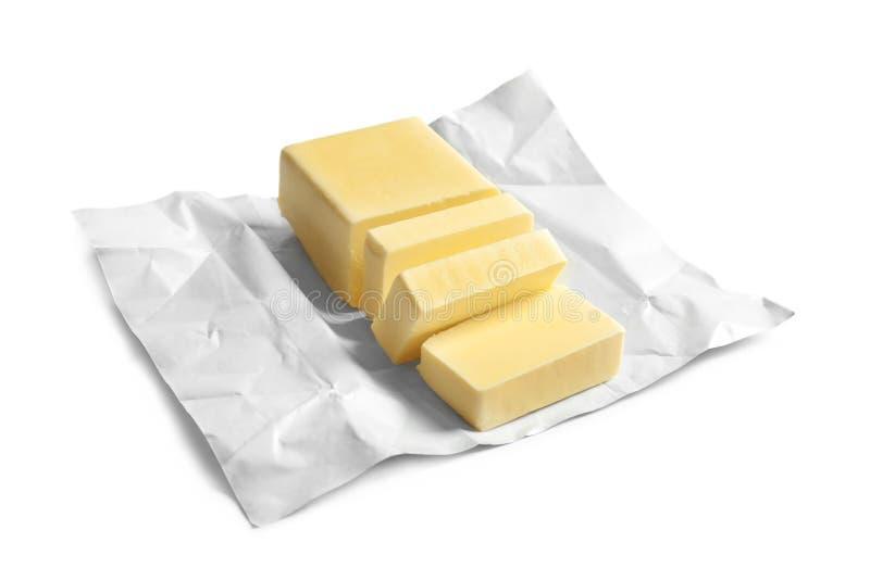 Schneiden Sie Block der frischen Butter mit Verpackung lizenzfreies stockfoto