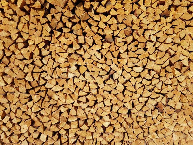 Schneiden Sie Brennholz als Hintergrund stockbild