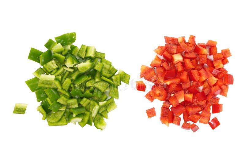 Schneiden Sie den grünen und roten süßen lokalisierten grünen Pfeffer lizenzfreie stockbilder