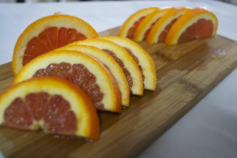 Schneiden Sie frisch Orangen stockfotos