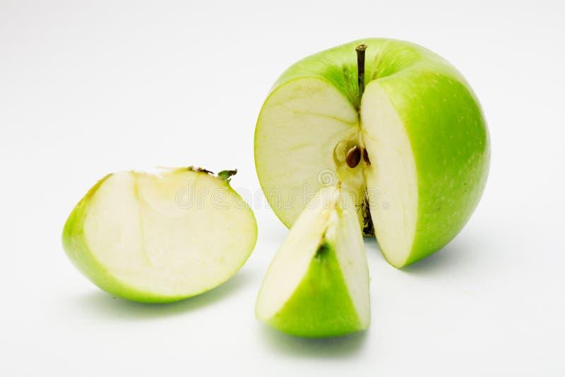 Schneiden Sie grünen Apfel lizenzfreie stockfotos