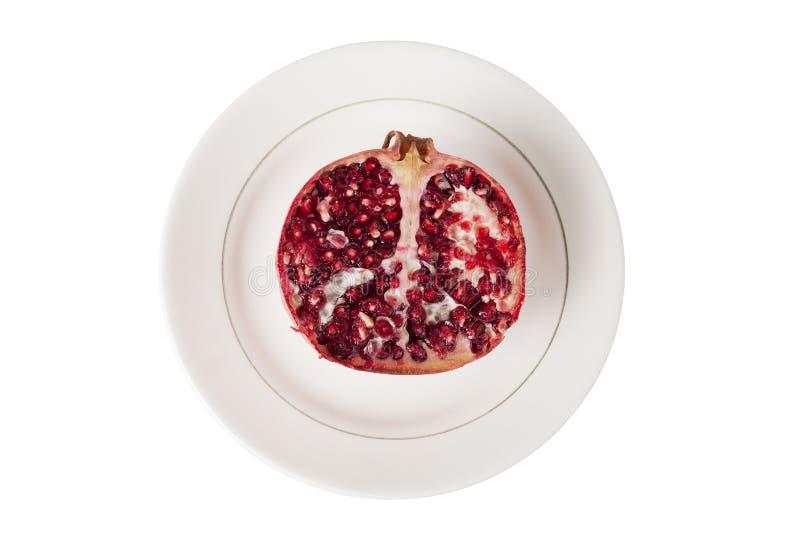 Schneiden Sie Granatapfel auf einer Platte, Draufsicht stockfotografie